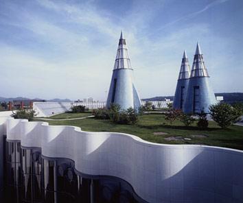 Зеленая крыша выставочного комплекса в Германии