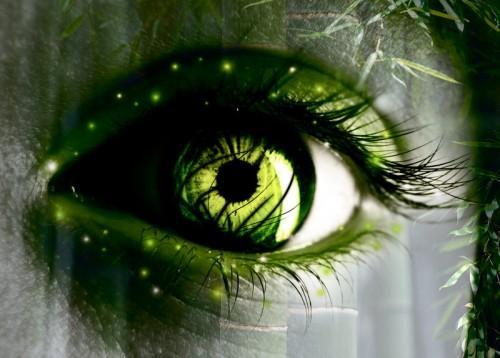 Сияющие зелены глаза
