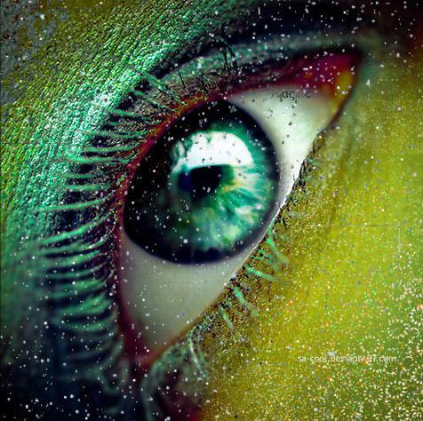 Зеленые глаза с золотом