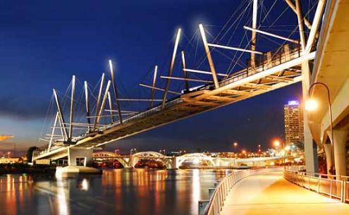 мост на солнечной энергии