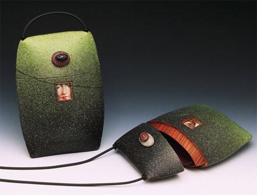 Зеленая сумка-камень