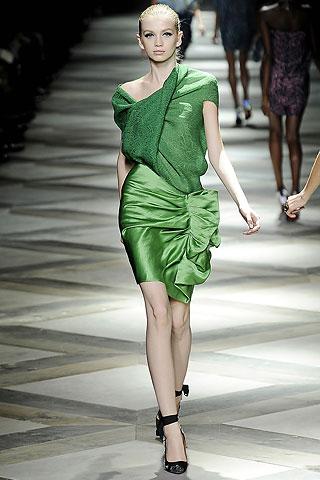 Зеленые цвет в одежде