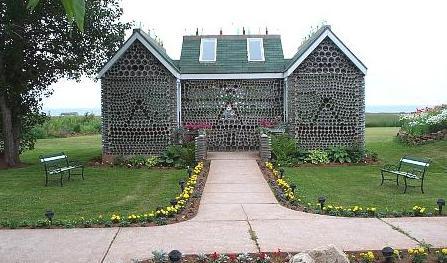 дом из бутылок фото