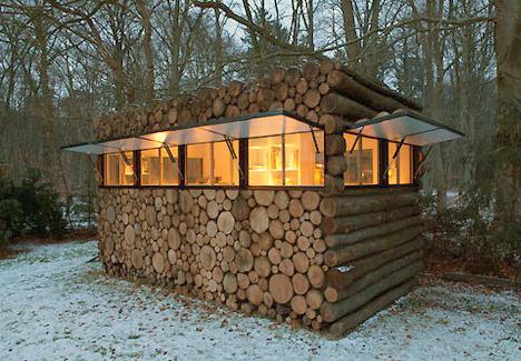 дом передвижной в лесу